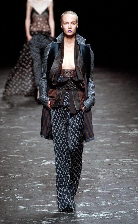 Textile, Fashion show, Style, Runway, Winter, Fashion, Fashion model, Street fashion, Costume design, Haute couture,