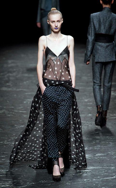 Clothing, Fashion show, Shoulder, Joint, Fashion model, Runway, Style, Waist, Pattern, Fashion,