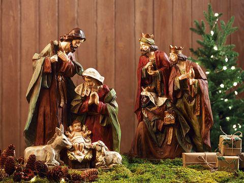 El nacimiento estilos y figuras for Cuales son los adornos navidenos