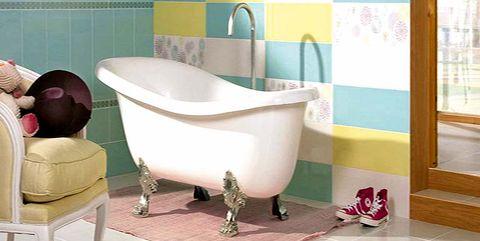 baño infantil con bañera de diseño vintage de patas retro
