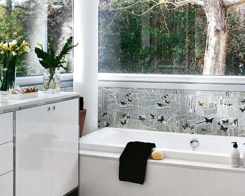 Room, Plumbing fixture, Glass, Interior design, Bathtub accessory, Fluid, Flowerpot, Fixture, Interior design, Bathtub,