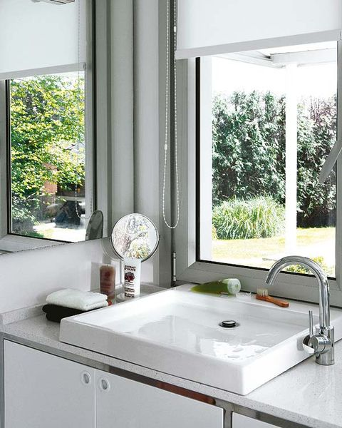 Plumbing fixture, Room, Architecture, Glass, Property, Interior design, Tap, Sink, Bathroom sink, Daylighting,