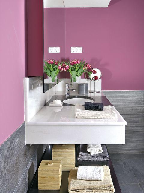 Interior design, Room, Wall, Interior design, Magenta, Artifact, Rectangle, Flower Arranging, Vase, Bouquet,
