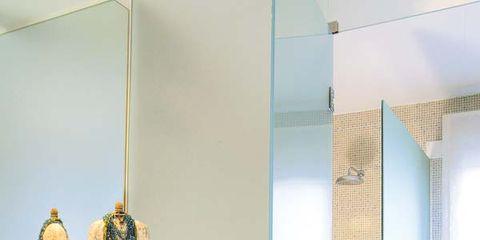 Room, Floor, Drawer, Interior design, Wall, Cabinetry, Flooring, Glass, Fixture, Tile,