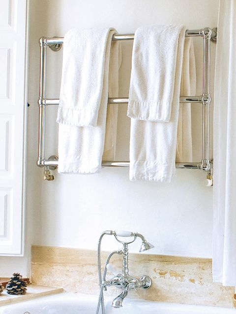 Room, Textile, Wall, Interior design, Plumbing fixture, Linens, Bathroom accessory, Towel, Household supply, Tap,