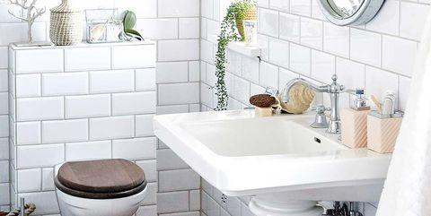 baño blanco con azulejos tipo metro