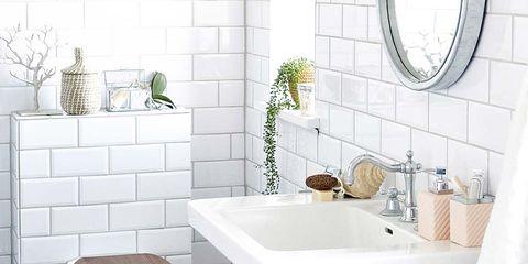 Los baños más trendy: Blanco, negro y madera