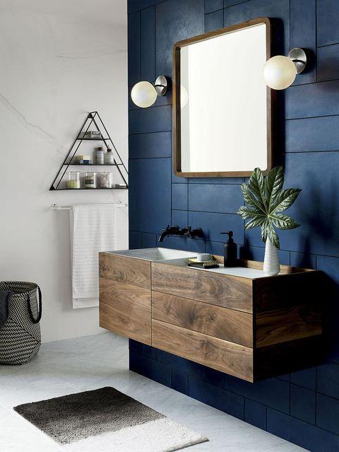 Baños de color azul