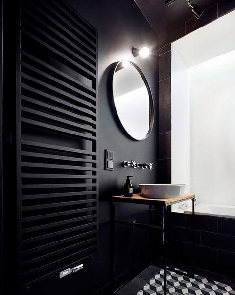 baño en color negro con bañera