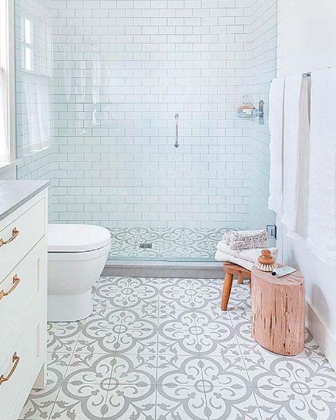 cuarto de baño con suelo de hidráulicos