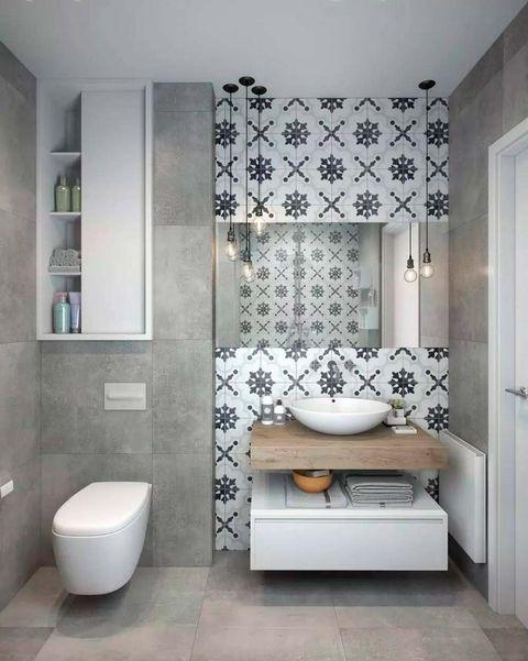 cuarto de baño con mosaicos en la pared del lavabo