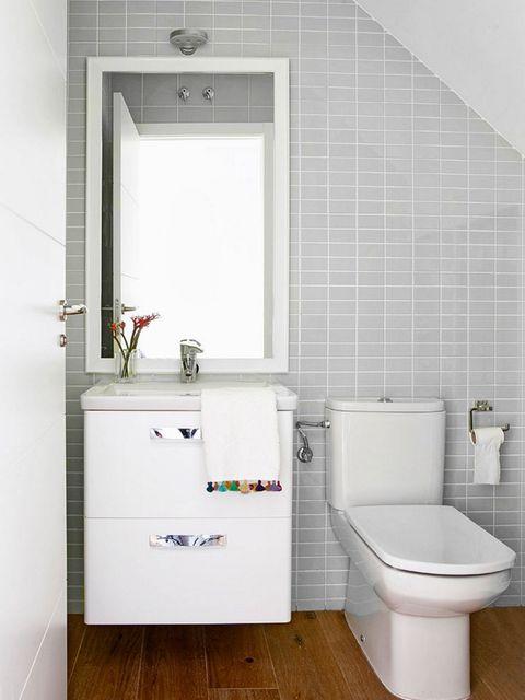 Bathroom, Room, Property, Plumbing fixture, Floor, Tile, Interior design, Tap, Sink, Toilet,