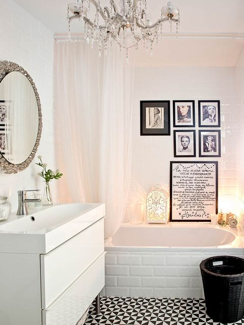Bathroom, Room, Interior design, Tile, Property, Wall, Floor, Curtain, Furniture, Material property,