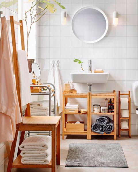 baño en blanco y madera de ikea
