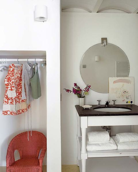 Room, Interior design, Wall, White, Clothes hanger, Ceiling, Interior design, Grey, Home accessories, Linens,