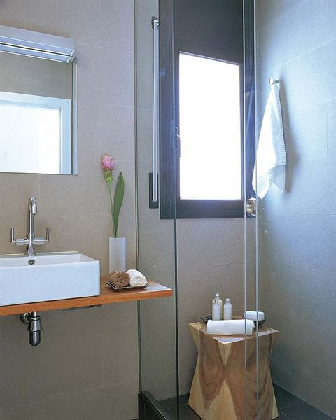 Bathroom, Room, Bathroom cabinet, Property, Plumbing fixture, Bathroom sink, Bathroom accessory, Tap, Wall, Sink,