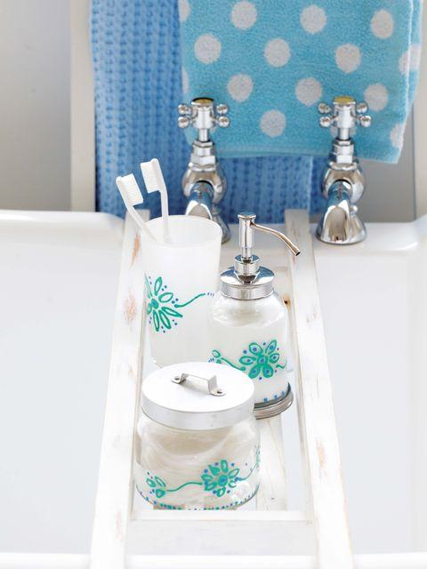 Bandeja para la bañera:Dosificador Balungen y tarro de cristal, de Ikea