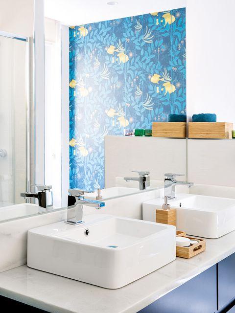 Bathroom, Room, Tile, Interior design, Tap, Property, Sink, Wall, Floor, Ceramic,