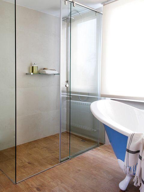 Plumbing fixture, Floor, Property, Glass, Flooring, Architecture, Wall, Room, Bathtub, Tile,