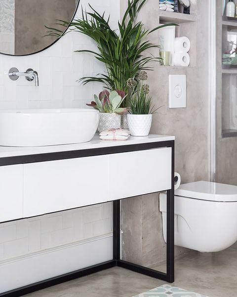 baño moderno en blanco y gris