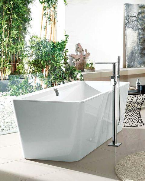 Plumbing fixture, Property, Bathtub, Bathtub accessory, Glass, Rectangle, Grey, Plumbing, Tap, Composite material,