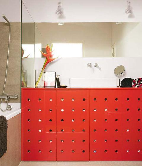 Room, Interior design, Red, Interior design, Flower Arranging, Coquelicot, Decoration, Linens, Centrepiece, Vase,