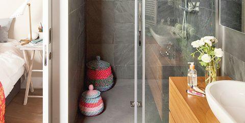 baño abierto al dormitorio con ducha de obra