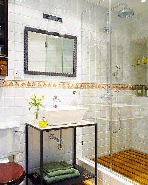 baño con mampara de ducha de cristal