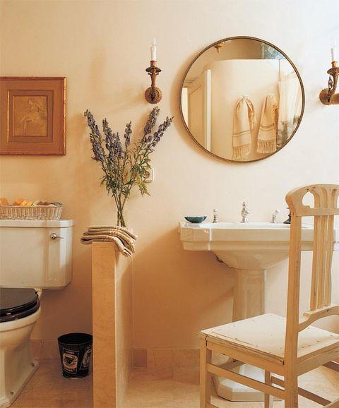Room, Wood, Interior design, Wall, Interior design, Mirror, Hardwood, Picture frame, Flowerpot, Houseplant,