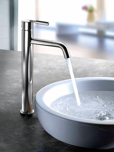 Fluid, Liquid, Glass, Circle, Chemical compound, Transparent material, Silver, Aluminium, Steel, Plumbing fixture,