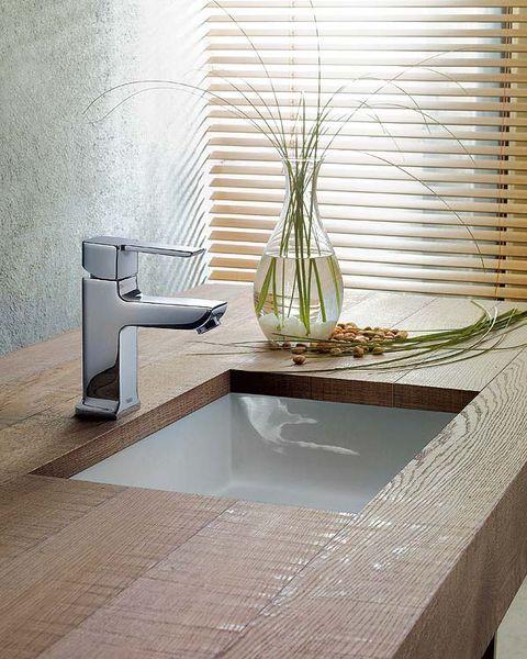 Property, Plumbing fixture, Room, Tap, Interior design, Wall, Interior design, Countertop, Window covering, Sink,