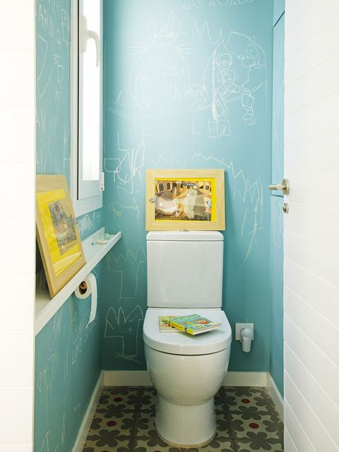Blue, Green, Toilet seat, Room, Property, Wall, Toilet, Purple, Floor, Turquoise,