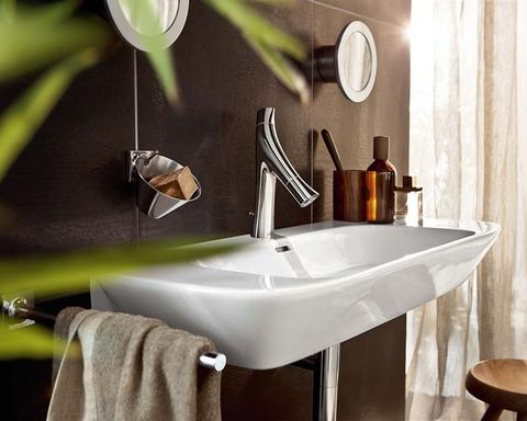 Plumbing fixture, Product, Bathroom sink, Property, Tap, Fluid, Interior design, Wall, Sink, Bathroom accessory,