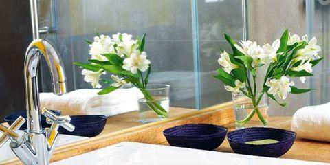Glass, Flower, Interior design, Petal, Bouquet, Plumbing fixture, Flower Arranging, Porcelain, Vase, Cut flowers,