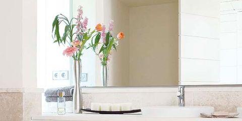 Room, Interior design, Petal, Wall, Interior design, Cut flowers, Bouquet, Flower Arranging, Beige, Artificial flower,