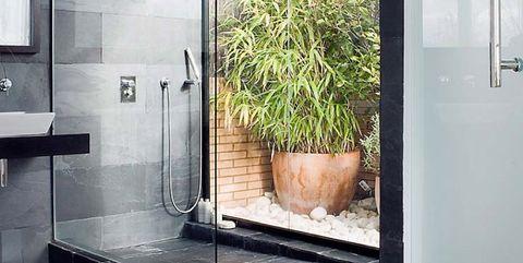 ducha de obra con pizarra negra