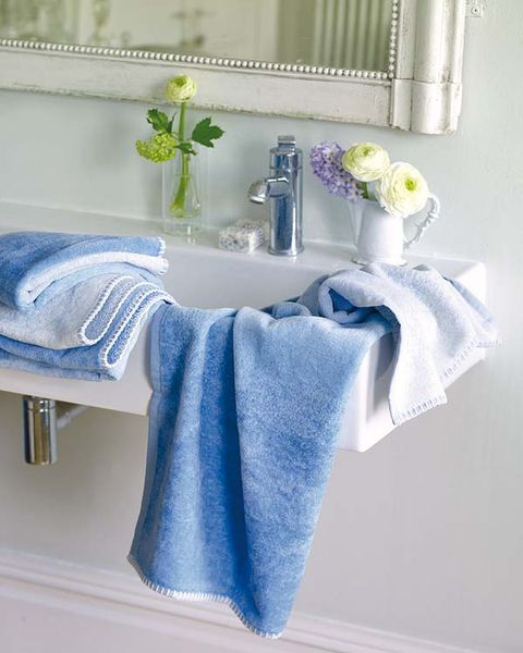 Blue, Textile, Azure, Grey, Cut flowers, Towel, Interior design, Household supply, Home accessories, Bathroom accessory,