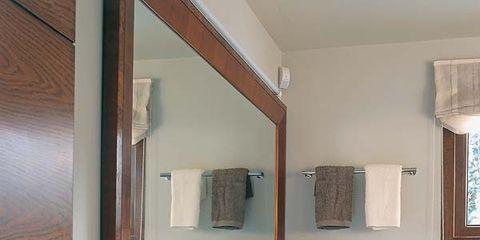 Seis ideas para decorar un cuarto de baño en mármol y madera