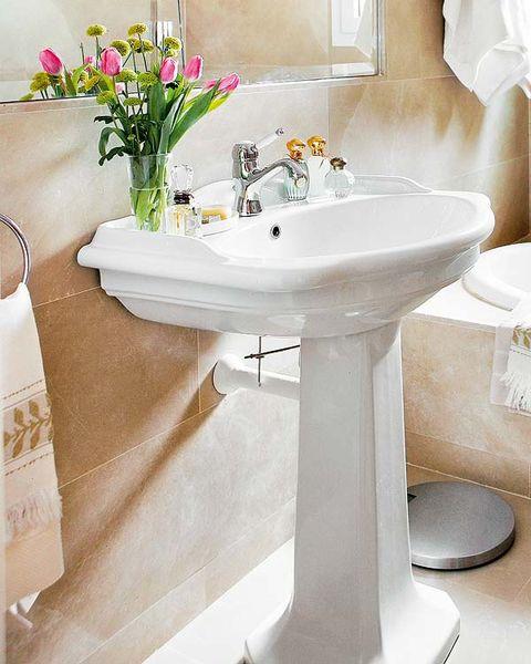 Plumbing fixture, Bathroom sink, Room, Interior design, Property, White, Tap, Floor, Interior design, Tile,