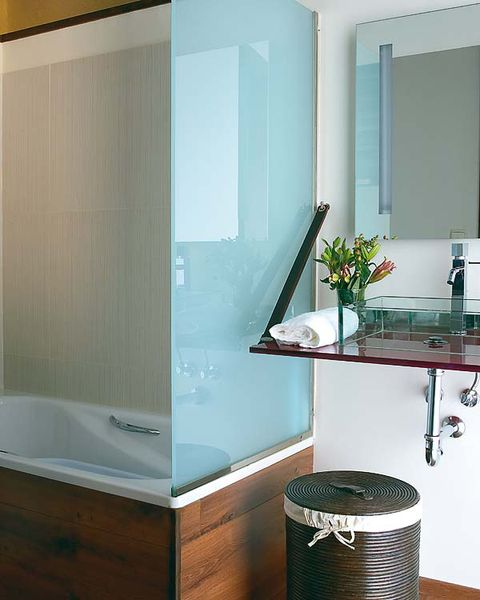 Room, Glass, Interior design, Property, Architecture, Plumbing fixture, Wall, Floor, Flooring, Bathtub,