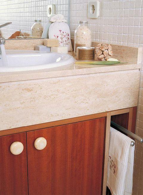 Wood, Room, Porcelain, Wood stain, Wall, Interior design, Ceramic, Hardwood, Tile, Countertop,