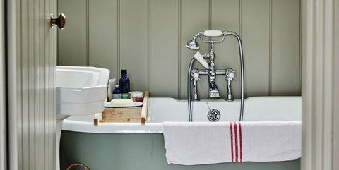 baño romántico con bañera exenta con patas