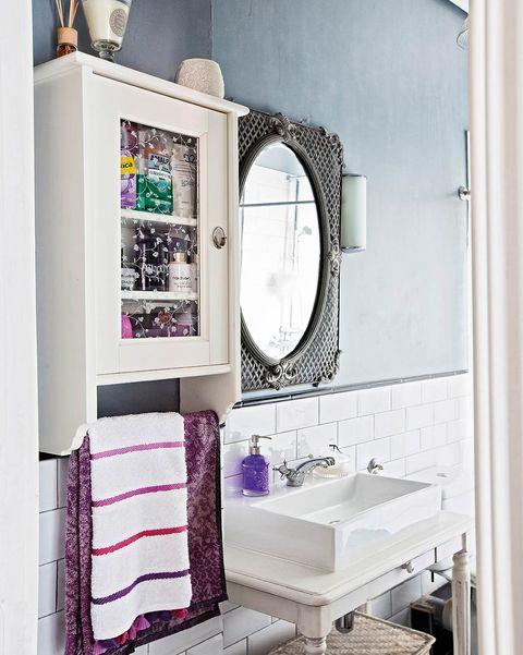 baño retro espejo de madera con marco de celosía