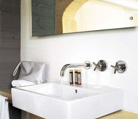 Plumbing fixture, Property, Room, Tap, Wall, Bathroom sink, Sink, Bathroom accessory, Bathtub accessory, Household hardware,