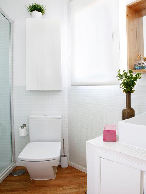 Room, Property, Floor, Flooring, Wall, Toilet seat, Toilet, Plumbing fixture, Interior design, Purple,