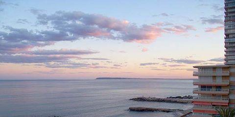 Body of water, Coastal and oceanic landforms, Coast, Cloud, Water, Ocean, Waterway, Horizon, Sea, Shore,