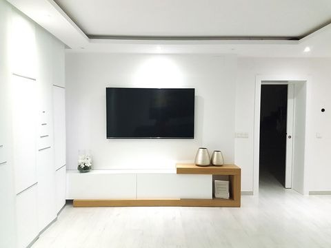 Room, Floor, Interior design, Wall, Flooring, Display device, Ceiling, Flat panel display, Fixture, Television set,