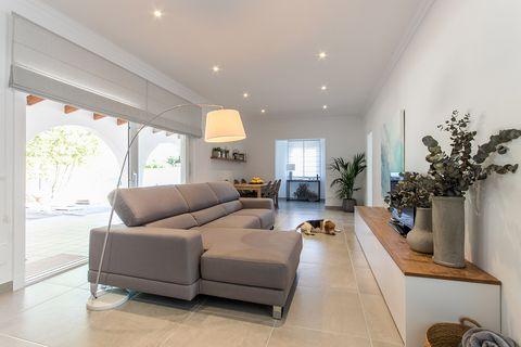 Furniture, Property, Room, Living room, Interior design, Ceiling, Real estate, Building, Floor, Wall,