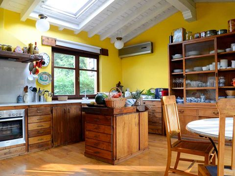 Una mini villa en Cantabria con muebles exóticos