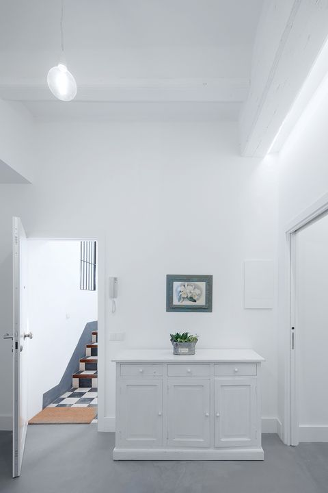 Ceiling, White, Room, Property, Interior design, Floor, House, Daylighting, Wall, Building,